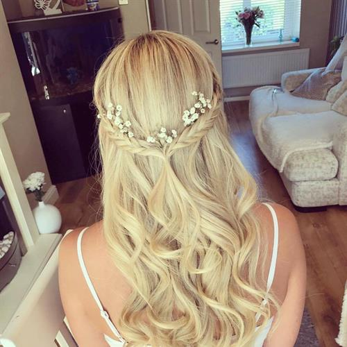 Curly bridal hairstyle on blonde hair