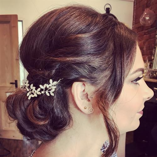 Vintage bride hair vibes with a little boho twist