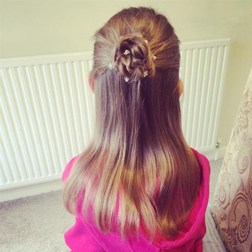 Cute flower girl hair. Simple and sweet
