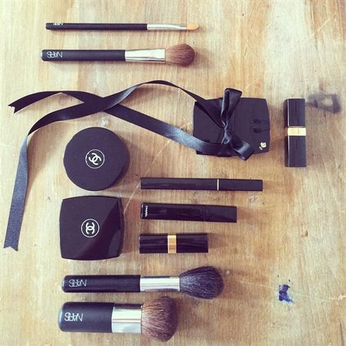 All black everything make up kit